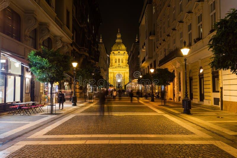 Базилика улицы и St Stephens Zrinyi в Будапеште стоковое изображение rf