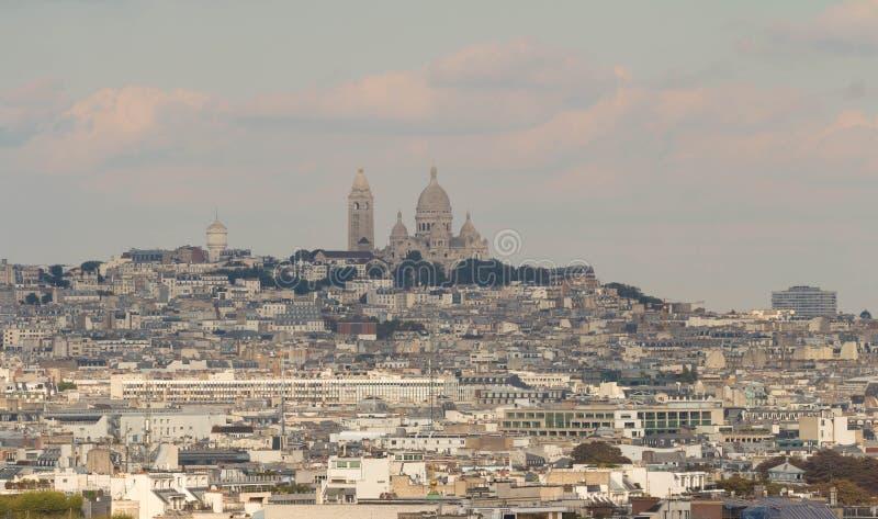 Базилика Sacre Coeur и парижские дома, Париж стоковое фото rf