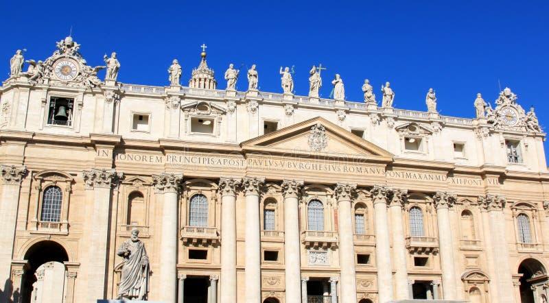 Фасад базилики St Peter в Рим, Италии стоковая фотография