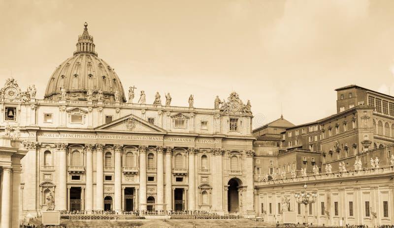 Download Базилика St Peters, Ватикан, постаретое фото Стоковое Изображение - изображение насчитывающей италия, фронт: 40576665