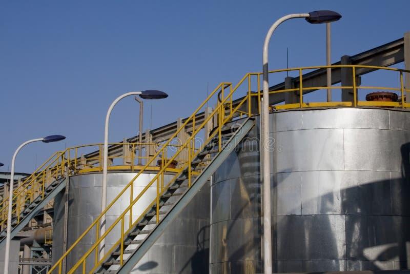 баки для хранения газовое маслоо топлива стоковая фотография