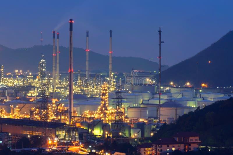 Баки для хранения и масляный бак природного газа стоковые фото