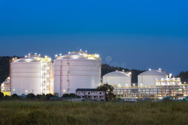Баки для хранения и масляный бак природного газа стоковое фото
