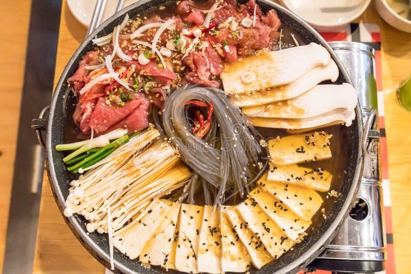 бак корейской еды горячий (Budaejjigae) стоковые фотографии rf