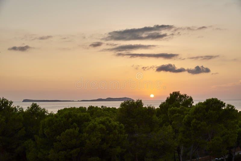 Балеарский заход солнца от Ла Savina в Форментере с Es Vedra Ibiza в предпосылке стоковые изображения rf