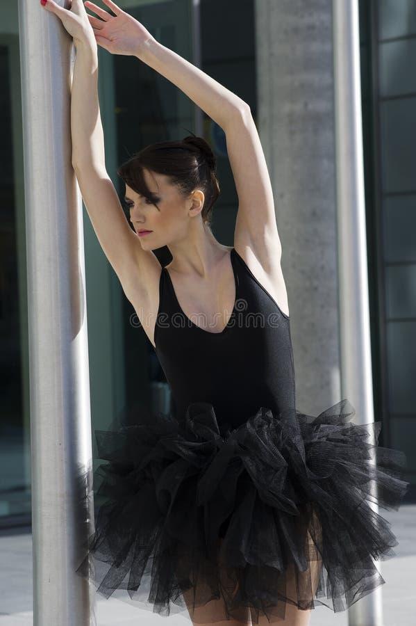 балетная пачка балерины черная напольная стоковые фотографии rf