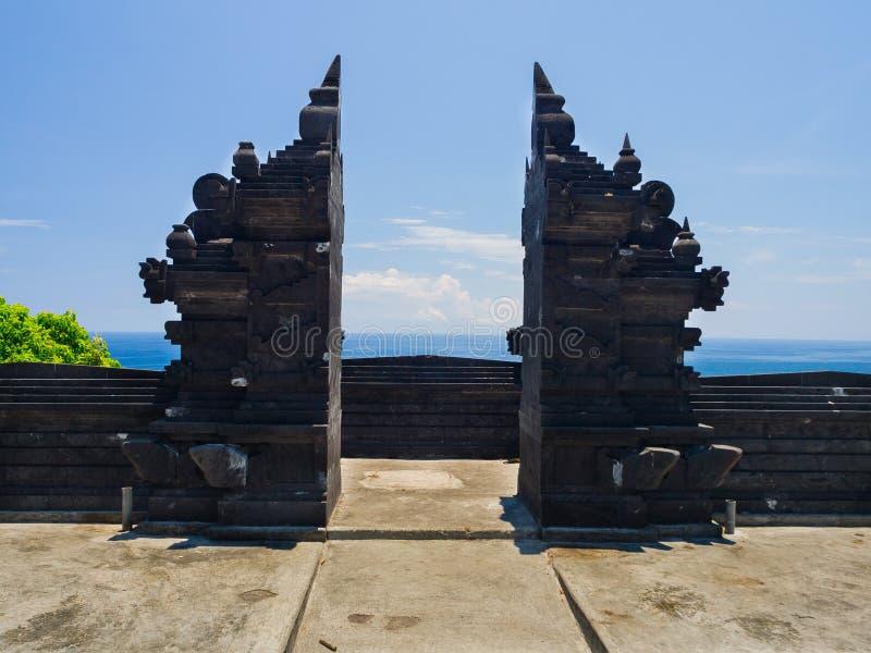 БАЛИ, ИНДОНЕЗИЯ - 11-ОЕ МАРТА 2017: Вход виска Indu в Ubud, в острове Бали, расположенном в Индонезии стоковое фото