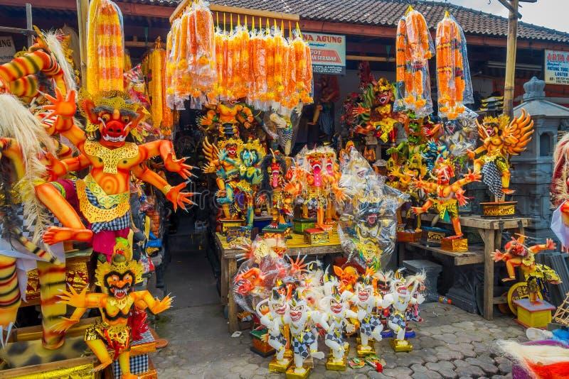 БАЛИ, ИНДОНЕЗИЯ - 8-ОЕ МАРТА 2017: Структуры Impresive ручной работы, статуя Ogoh-ogoh построенная для парада Ngrupuk, который стоковое фото