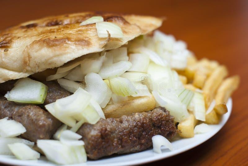 балканская еда kebab cevap стоковая фотография