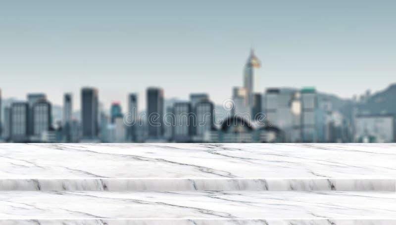 Балкон столешницы пустого шага белый мраморный на взгляде городского пейзажа нерезкости стоковое изображение