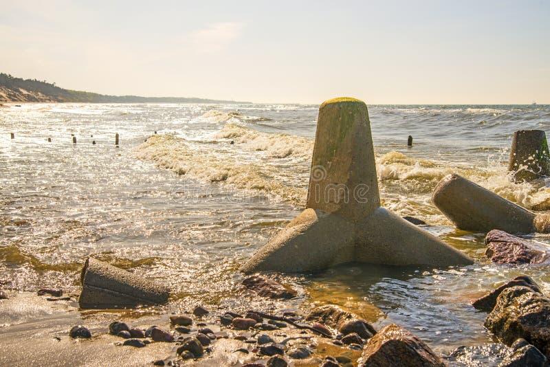 Балтийское море в Польше с волн-выключателем стоковое фото