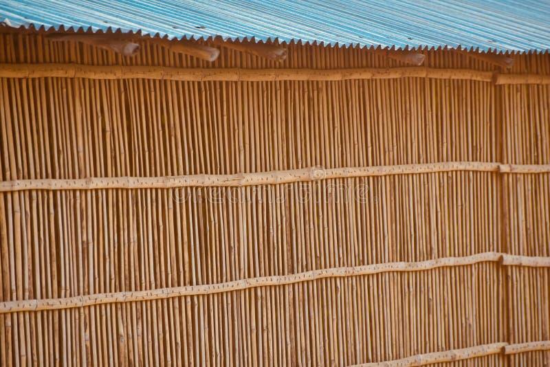 Бамбуковая стена защиты олова полиняла фото запаса дома стоковые фото
