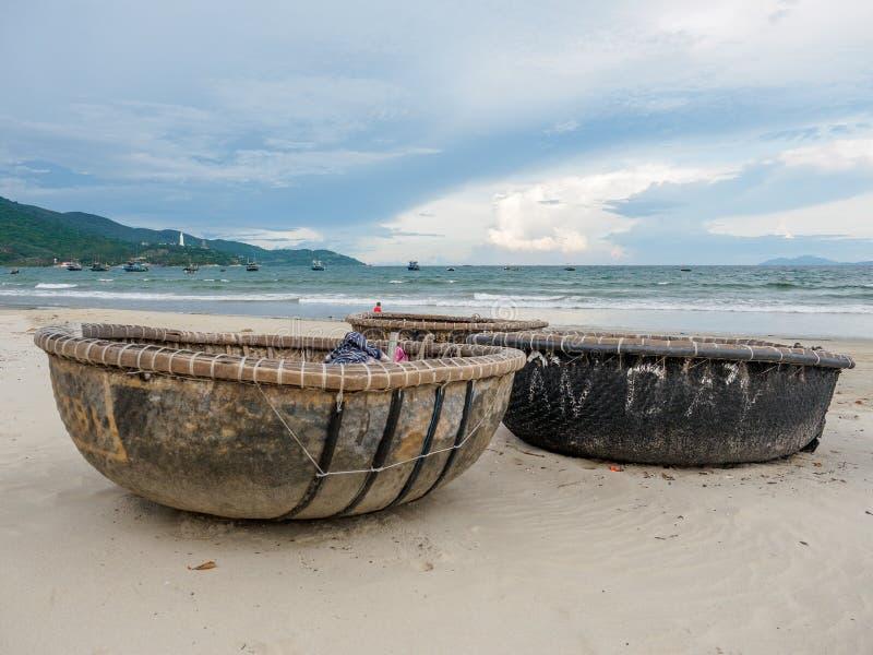 Бамбуковые водоустойчивые круглые рыбацкие лодки стоковое изображение rf