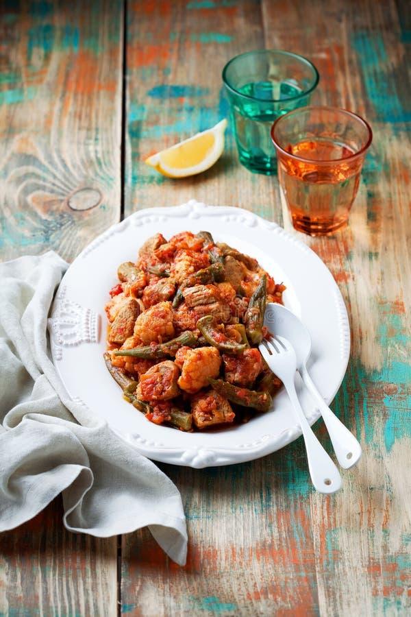 Бамия, овощи и ragout мяса стоковые фотографии rf