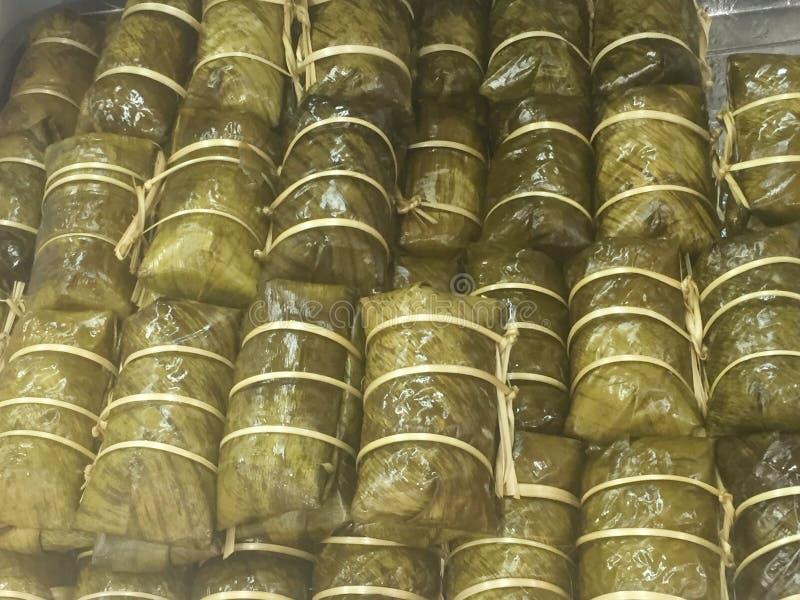 Бананы с липким рисом, циновкой Khao Тома, пусковой площадкой Khao Тома стоковые фото