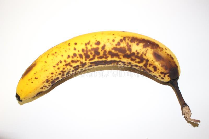 Банан изолированный на белых предпосылке и ей над зрелым стоковая фотография