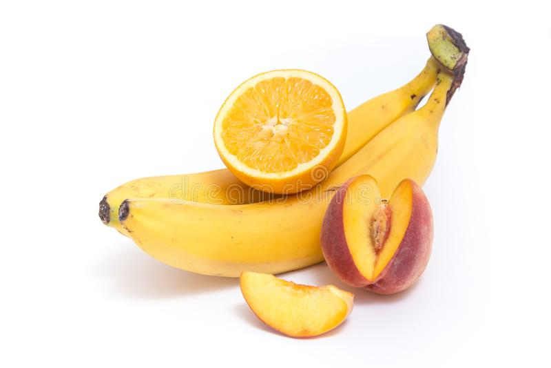 Банан, персик и апельсин на белизне стоковая фотография rf