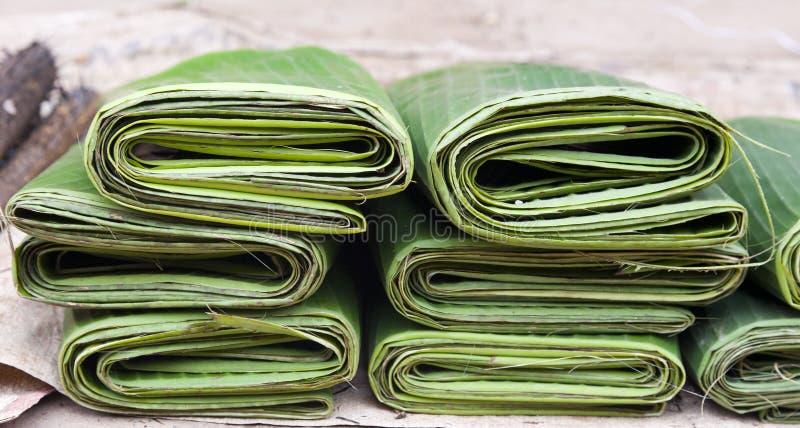 банан сложил листья стоковые изображения rf
