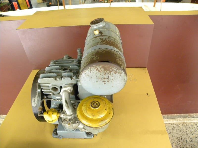 Бангалор, Karnataka, Индия - бензиновый двигатель 5-ое сентября 2009, 4 штрихует, одиночный цилиндр, охлаженный воздух стоковые фото