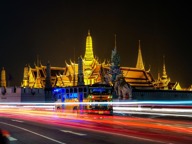 БАНГКОК - 18-ОЕ ОКТЯБРЯ самые известные ориентиры города который был построен в Wat 1782 Phra Kaew королевского вечера, октября Б стоковое фото rf