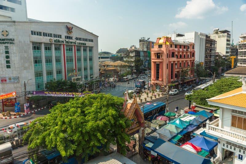 БАНГКОК, ТАИЛАНД - взгляд 14-ое февраля 2019 к зданиям и улицам города Бангкока, Таиланда в дневном свете стоковая фотография