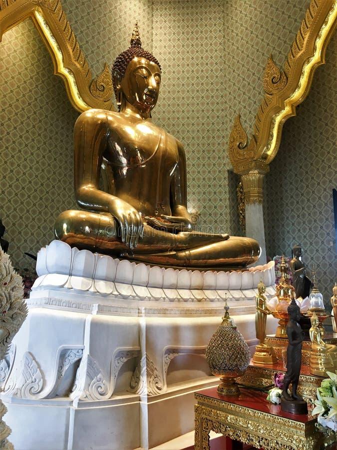 Бангкок, Таиланд 21,2018 -го октябрь золотой Будда, официально озаглавил Phra Phuttha Maha Suwana Patimakon, статуя золота, с a стоковые изображения