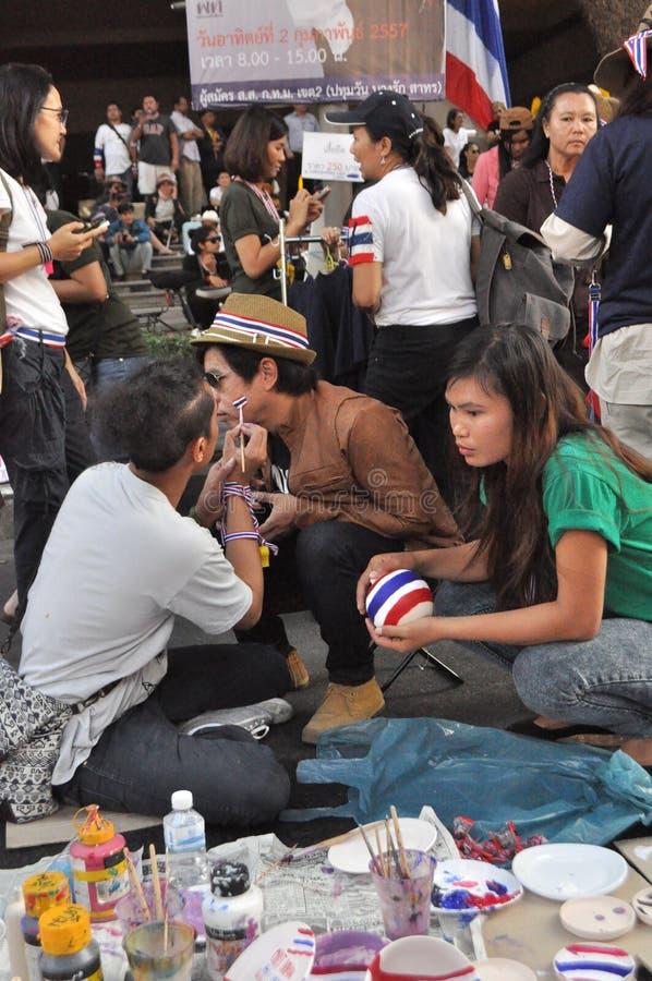 Бангкок/Таиланд - 01 13 2014: Желтые рубашки преграждают части Бангкока как часть деятельности ` Бангкока выключения ` стоковые изображения