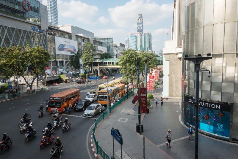 БАНГКОК, ТАИЛАНД - 6-ое декабря 2017: Движение дня Бангкока стоковое изображение rf