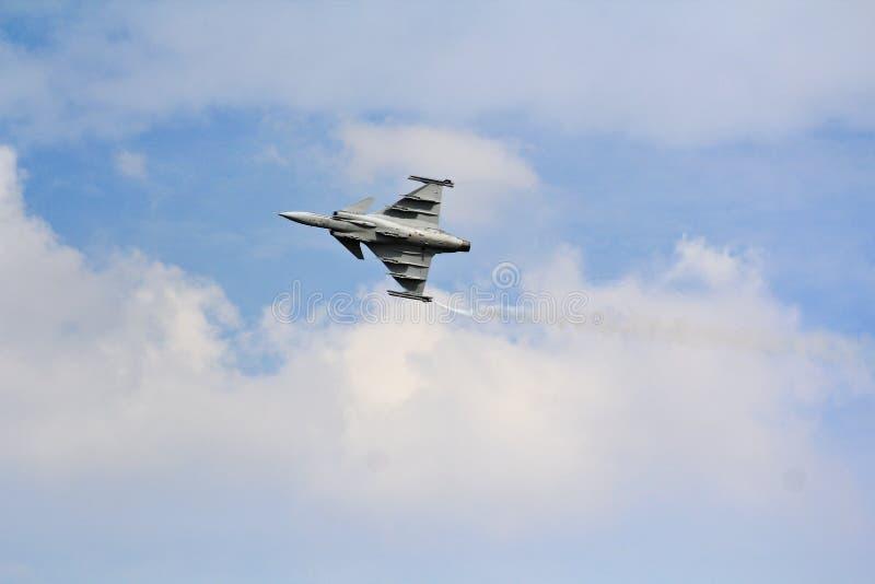 БАНГКОК, ТАИЛАНД - 2-ОЕ ИЮЛЯ: Gripen королевской тайской военновоздушной силы стоковые фото