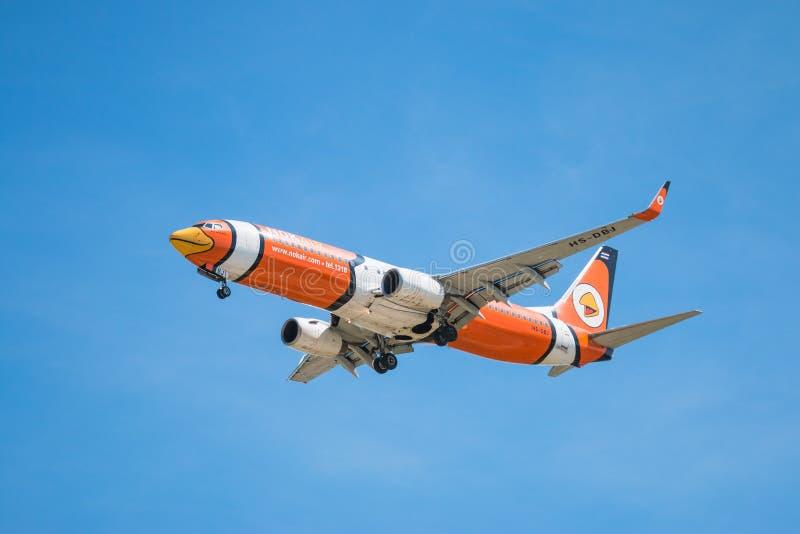БАНГКОК, ТАИЛАНД - 1-ОЕ ИЮНЯ 2015: Воздух Боинг 737-800 Nok HS-DBJ стоковые фотографии rf