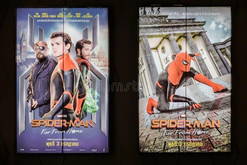 Бангкок, Таиланд - 12-ое июня 2019: Красивый standee фильма вызвал Человек-паука далеко от домашнего дисплея на кино для того что стоковые фото
