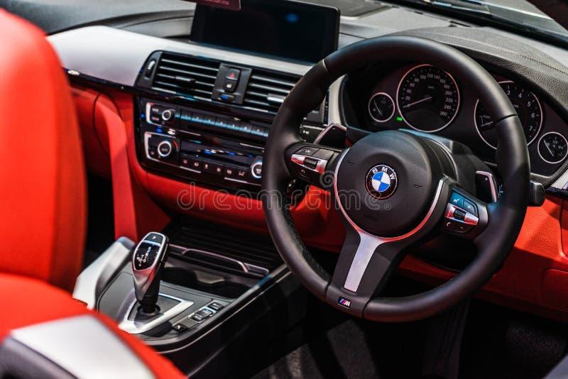 Бангкок, Таиланд - 31-ое марта 2019: Внутренний и многофункциональный маховичок управления совсем нового BMW Z4 стоковое изображение