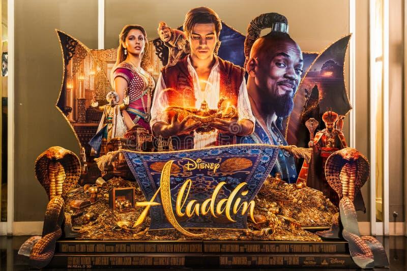 Бангкок, Таиланд - 29-ое мая 2019: Дисплей фона фильма Aladdin Дисней в кинотеатре Реклама кино выдвиженческая стоковое изображение rf