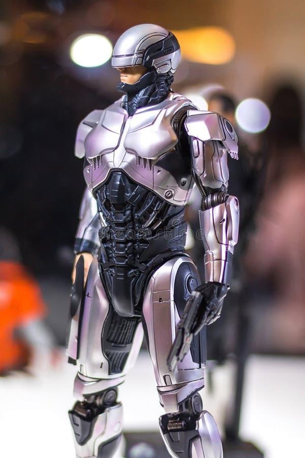 Бангкок, Таиланд - 6-ое мая 2017: Характер модели Robocop или Алекса Murphy реалистической в фильме робота на дисплее на централь стоковые фотографии rf