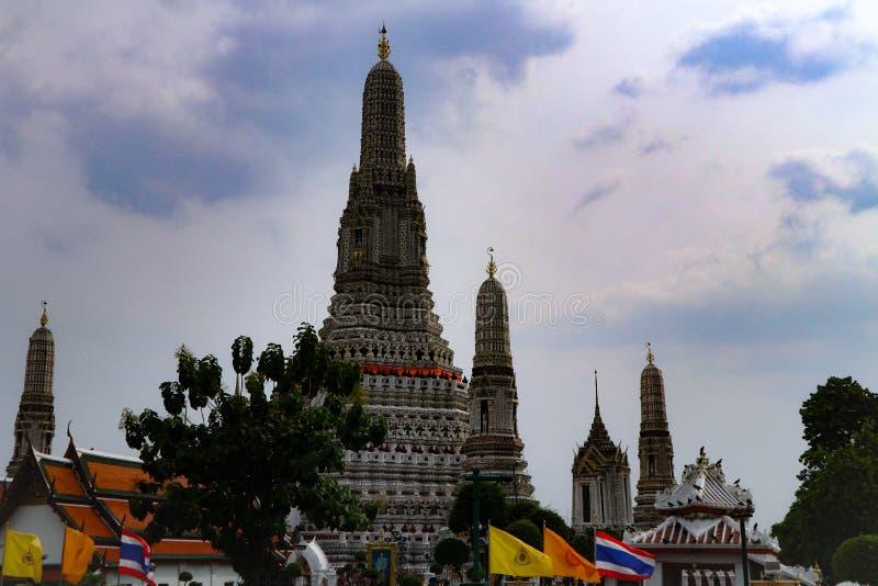 Бангкок, Таиланд - 18-ое мая 2019: Wat Arun, по месту известное как Wat Chaeng, расположено на западный банк Thonburi Chao Phray стоковое изображение rf