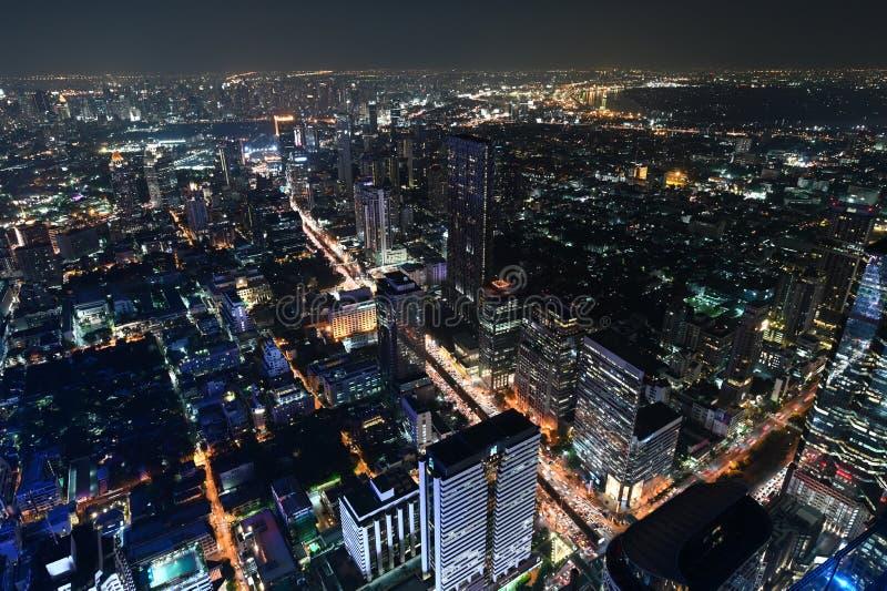 Бангкок, Таиланд - 21-ое ноября 2018: Взгляд птицы взгляда города Бангкока вечером стоковое изображение