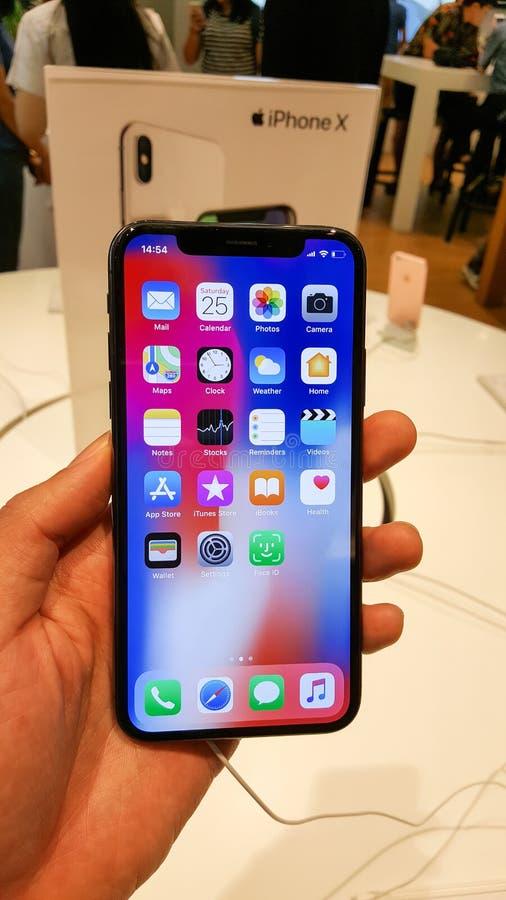 БАНГКОК, ТАИЛАНД - 25-ОЕ НОЯБРЯ 2017: iPhone x показывает на был стоковая фотография