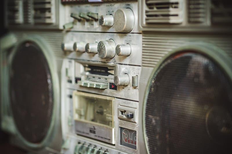 БАНГКОК - ТАИЛАНД, Augsust 13 2018: винтажное стерео радио и стоковые фото