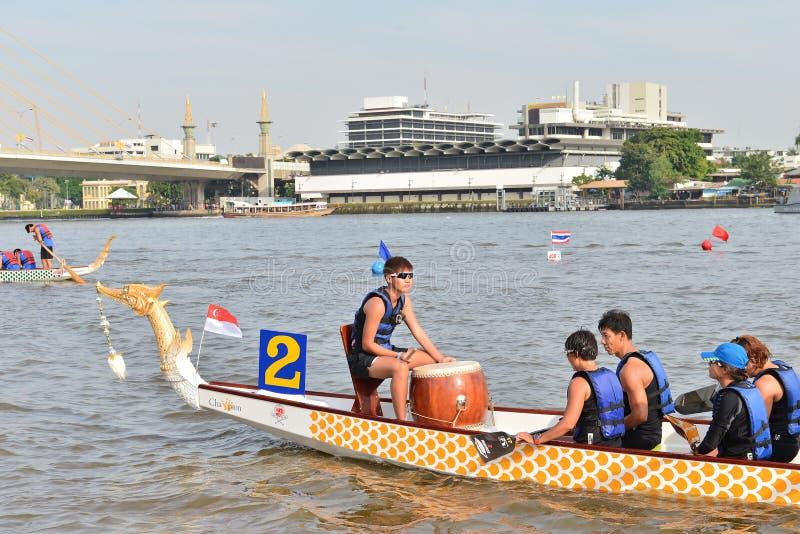 Бангкок, Таиланд 20-ое декабря 2015: Команды состязания по гребле стоковое изображение