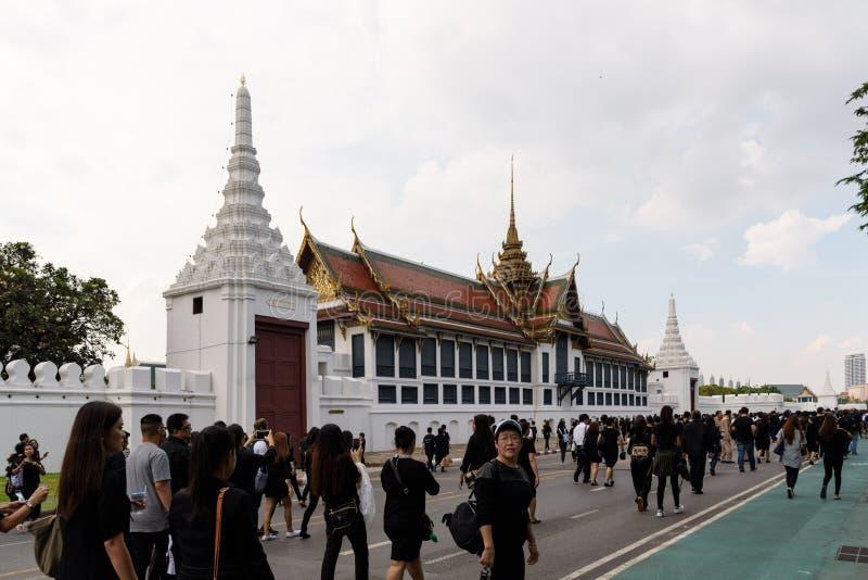 Бангкок, Таиланд - 14-ое октября 2016: Граждане Бангкока walkin стоковое изображение rf