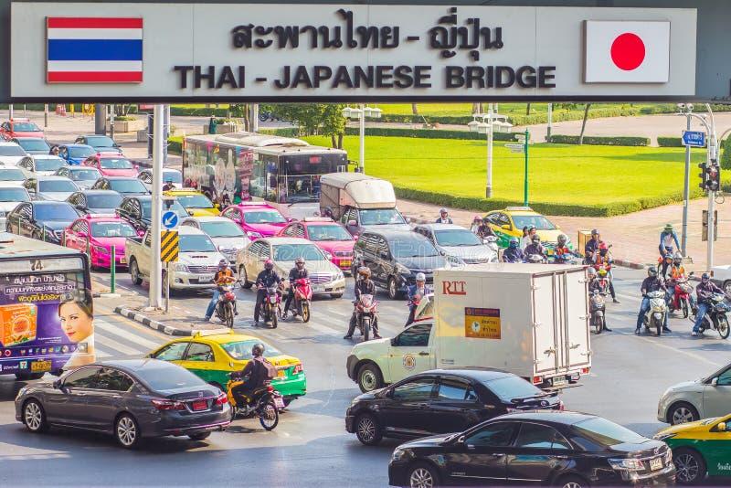 Бангкок, Таиланд - 21-ое февраля 2017: Тяжело затор движения на Th стоковые фото