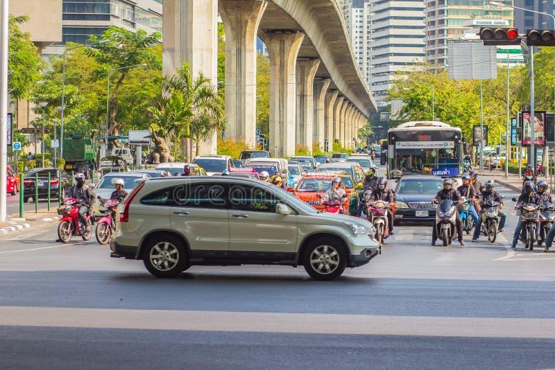 Бангкок, Таиланд - 21-ое февраля 2017: Тяжело затор движения на Th стоковое фото rf