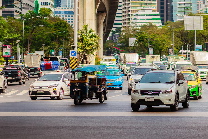 Бангкок, Таиланд - 22-ое февраля 2017: Тяжело затор движения на Th стоковая фотография rf