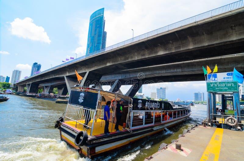 Бангкок, Таиланд: Пристань Sathorn стоковое изображение