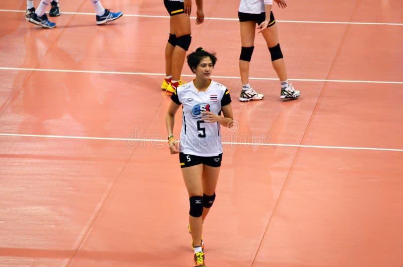 Бангкок, Таиланд - 3-ье июля 2015: Pleumjit Thinkaow #5 Таиланда во время мира Grand Prix волейбола FIVB стоковые фото
