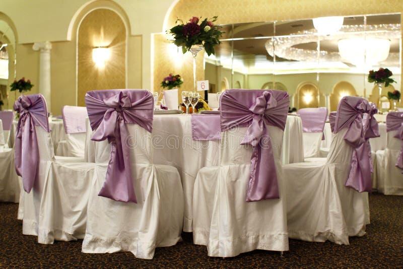 банкет бального зала предводительствует венчание таблицы стоковые фотографии rf