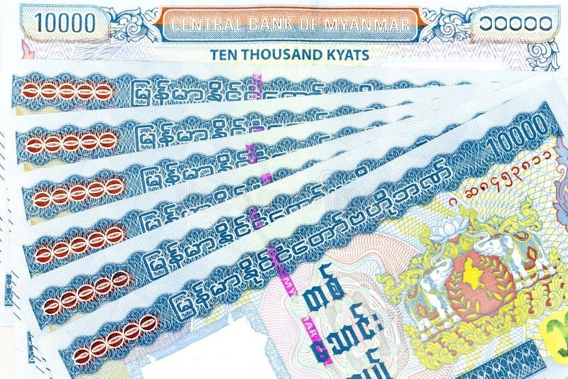Банкноты валюты распространили через кьят Мьянмы рамки в различной деноминации стоковое фото
