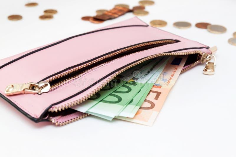 Банкноты евро в бумажник в белой предпосылке стоковые изображения rf