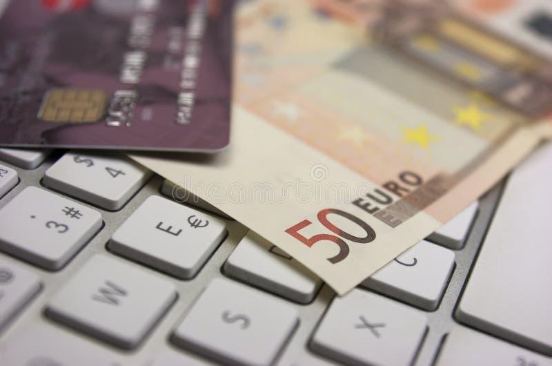 Download Банкноты и кредитная карточка евро Стоковое Фото - изображение насчитывающей гарантировать, клавиатура: 33728798