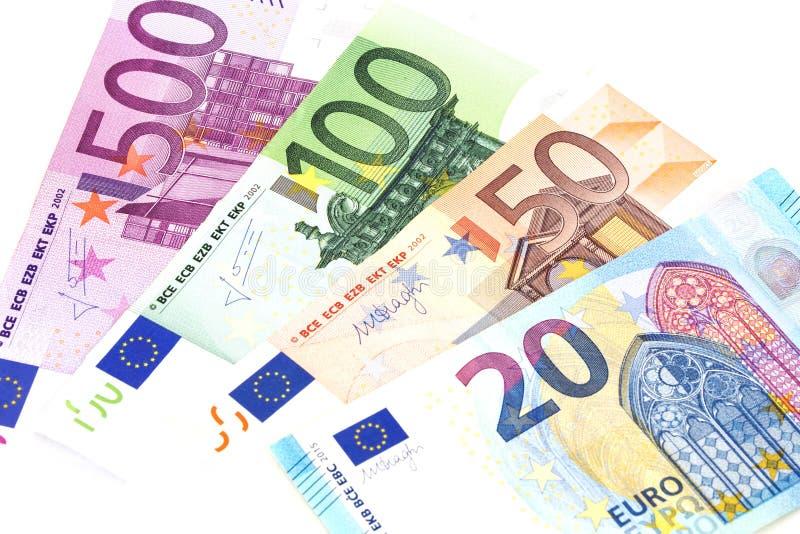 Банкноты наличных денег евро краткость дег поля евро глубины предпосылки Комплект eurpoean валюты изолированный на белизне стоковые изображения